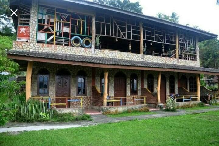 Parnas home stay bar and restaurant budged/quite