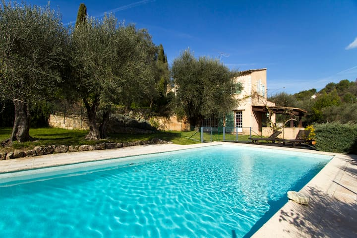 Family house with swimming pool - Le Rouret - House