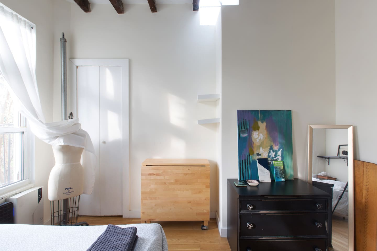 Lovely & bright Brooklyn room close to train