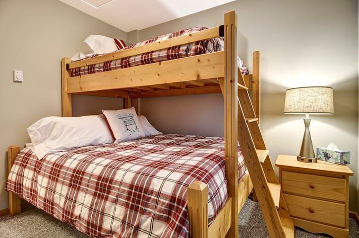 3rd Bedroom (3rd floor)