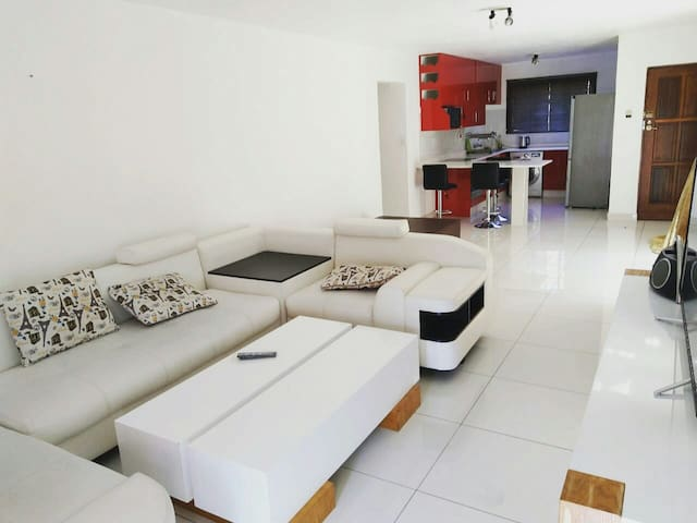 Beautiful modern 2 bedroom in an ideal location