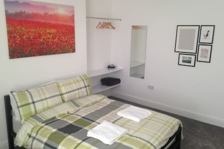 Sunny double bedroom in Liverpool - Liverpool