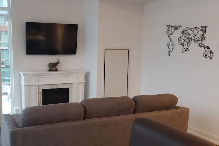 SUPERHOST: Private Room in Downtown Toronto Condo