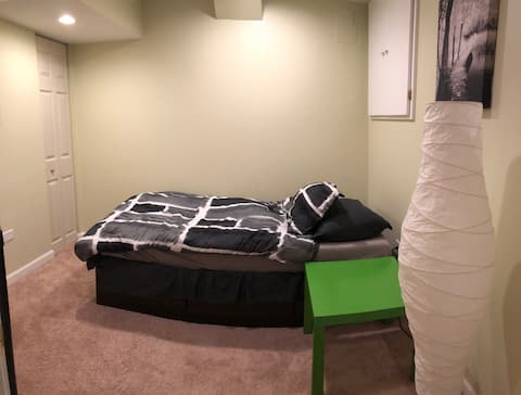 Comfortable private basement room in Aurora