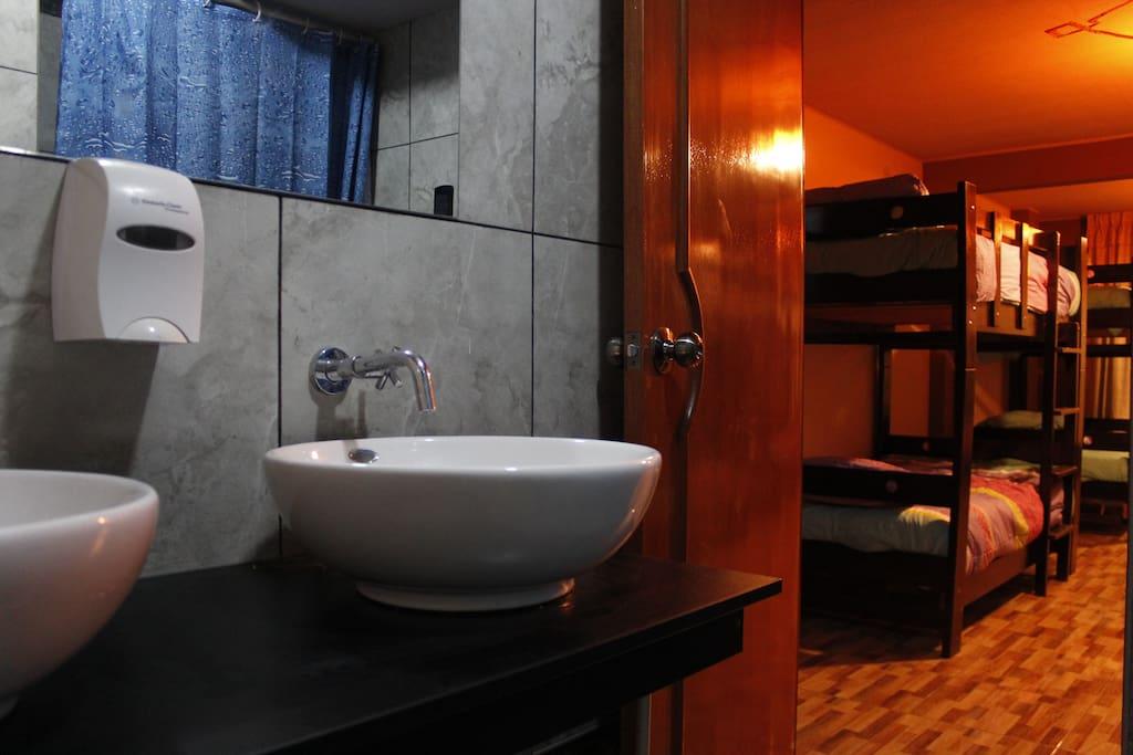 Baño Amplio con servicios de primera