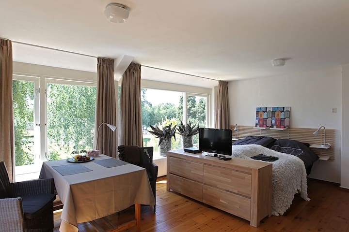 Appartment on the canal Smal Weesp, - Weesp - Talo