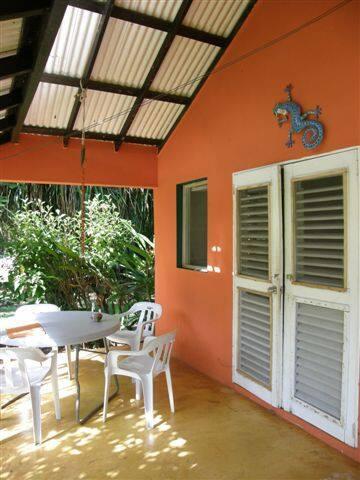 Bungalow near beach,hot water, WiFi - las galeras - House