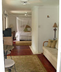 Old Lahaina House - Poolside Suite - Lahaina - Bed & Breakfast