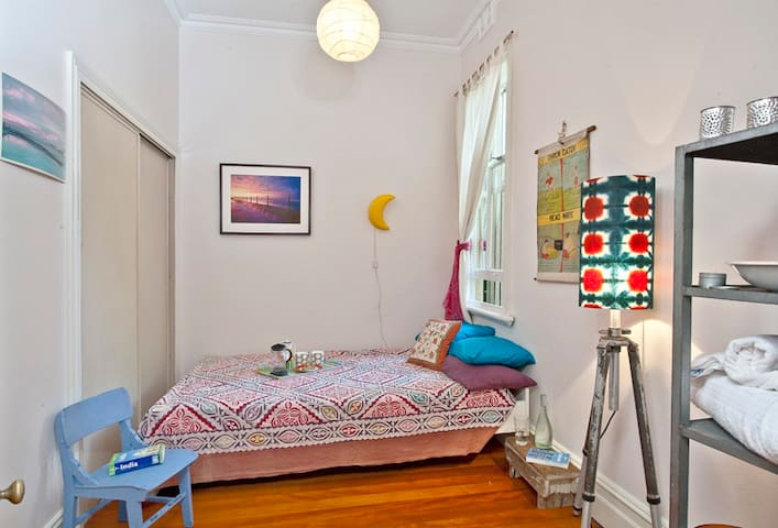 Charming room in groovy Newtown - Newtown