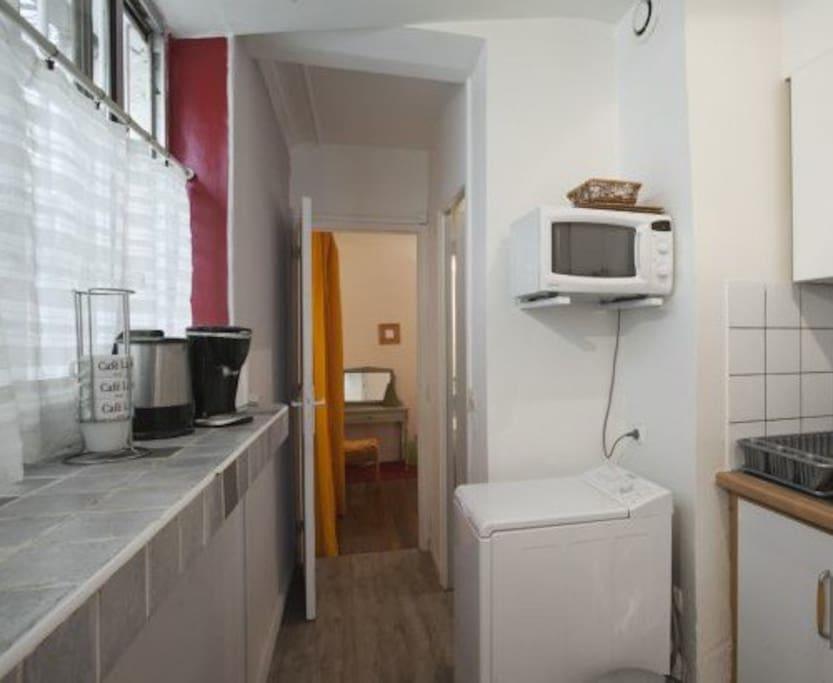 Cuisine 1 : micro-ondes, machine-à-laver, cafetière, bouilloire...
