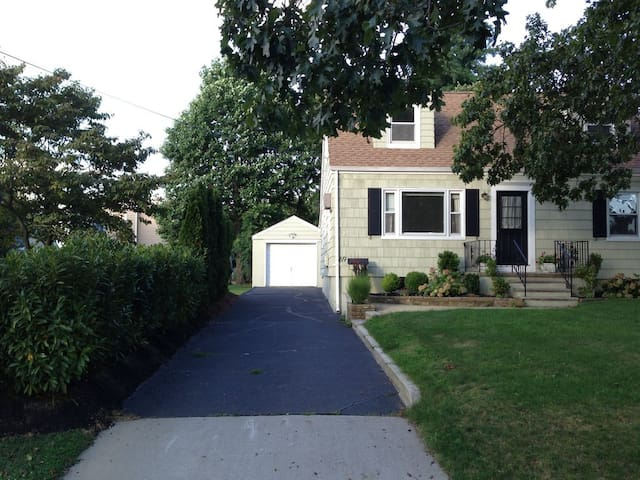 Rumson home ~1hr NYC ~5min beach - Rumson - Dom