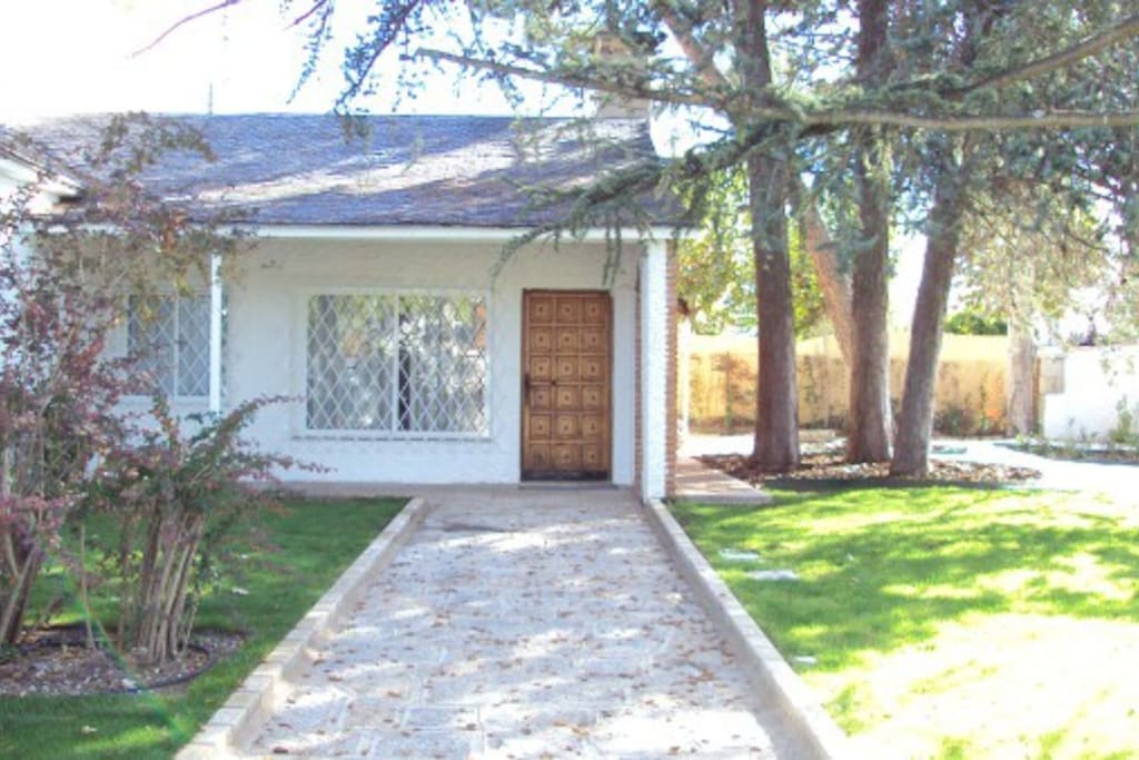 Bonita casa con piscina y jardin villas en alquiler en for Jardin villa bonita culiacan