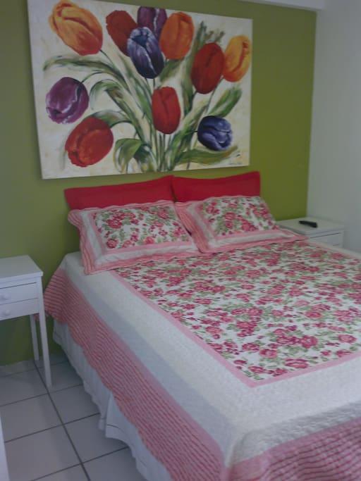 Um dos quartos(suíte).Temos mais dois com camas de solteiro