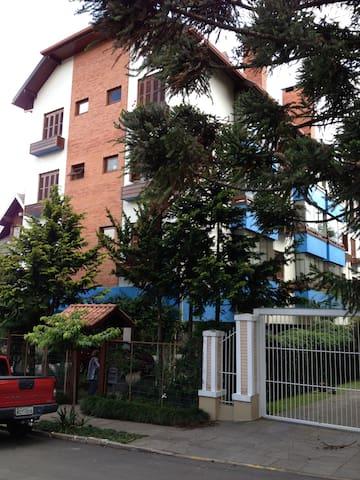Apto duplex centro de Gramado / Hard Rock café