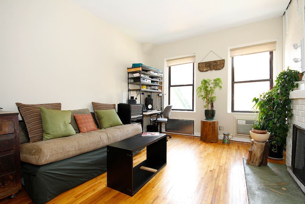 in the heart of east village appartements louer new york new york tats unis. Black Bedroom Furniture Sets. Home Design Ideas