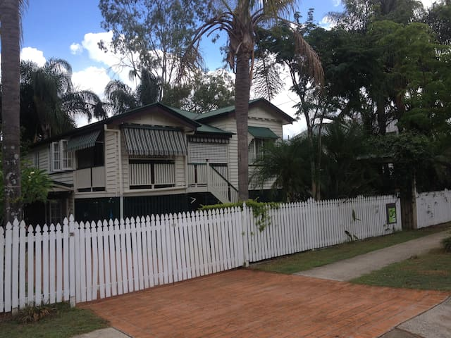 Fully Furnished Granny Flat  - Yeronga