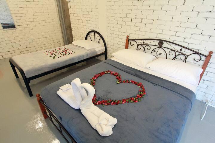 Cheap & Comfort Big Private Room @ Urban Area !