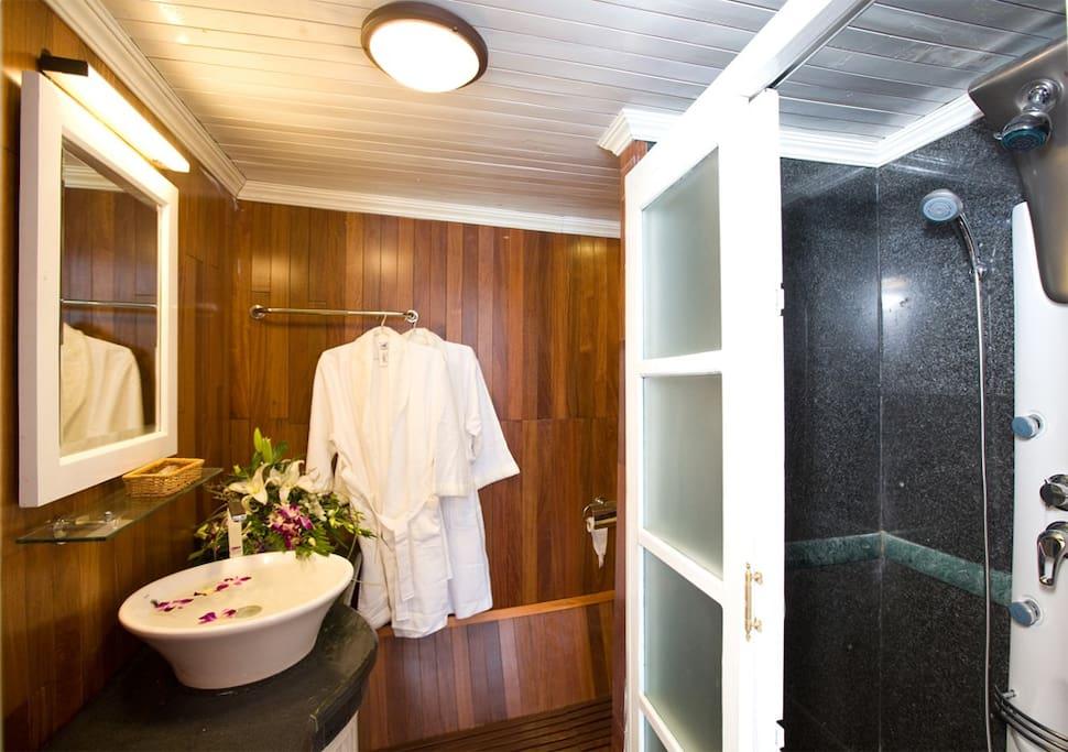Bathroom -    Halong Legacy Cruise