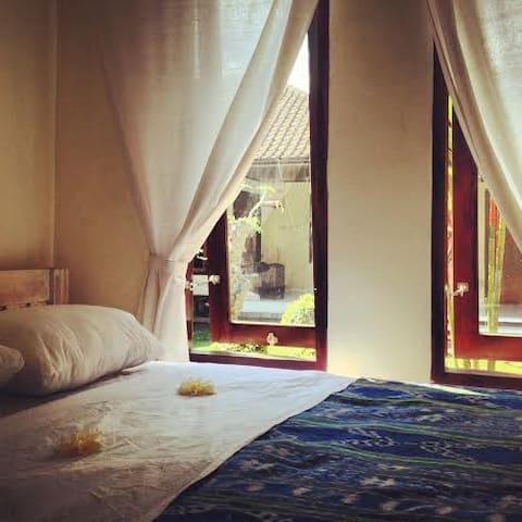 Simple room in central Seminyak 2 - Kuta - Chambre d'hôtes