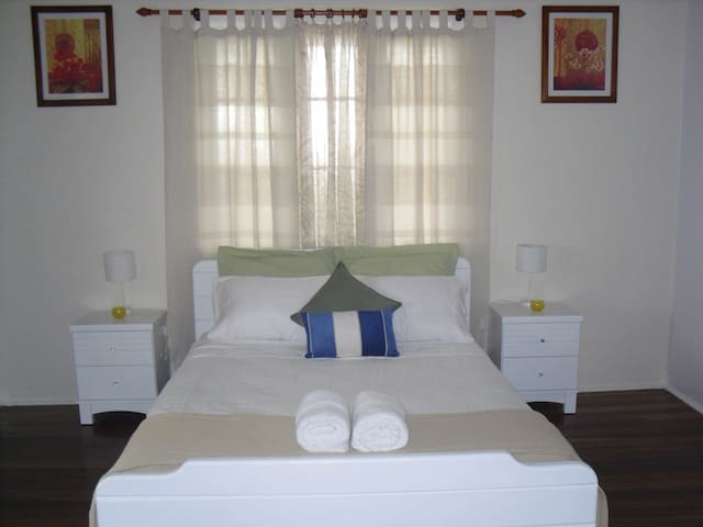 Innisfail Short Term Accommodation - East Innisfail - บ้าน