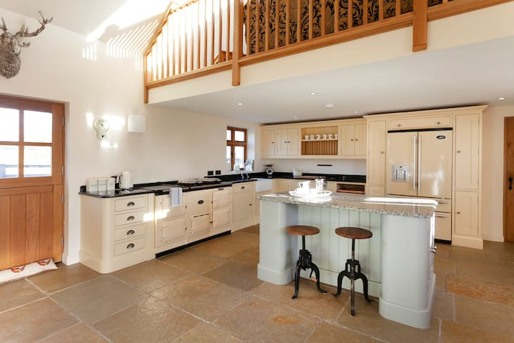Derbyshire 5* LUXURY COUNTRY ESCAPE WITH HOT TUB