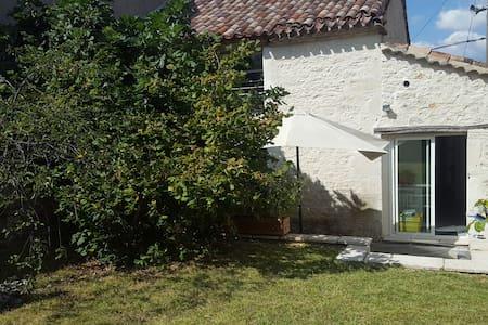 Maison de Charme avec terrasse au cœur du village - Montpezat-de-Quercy - Ev