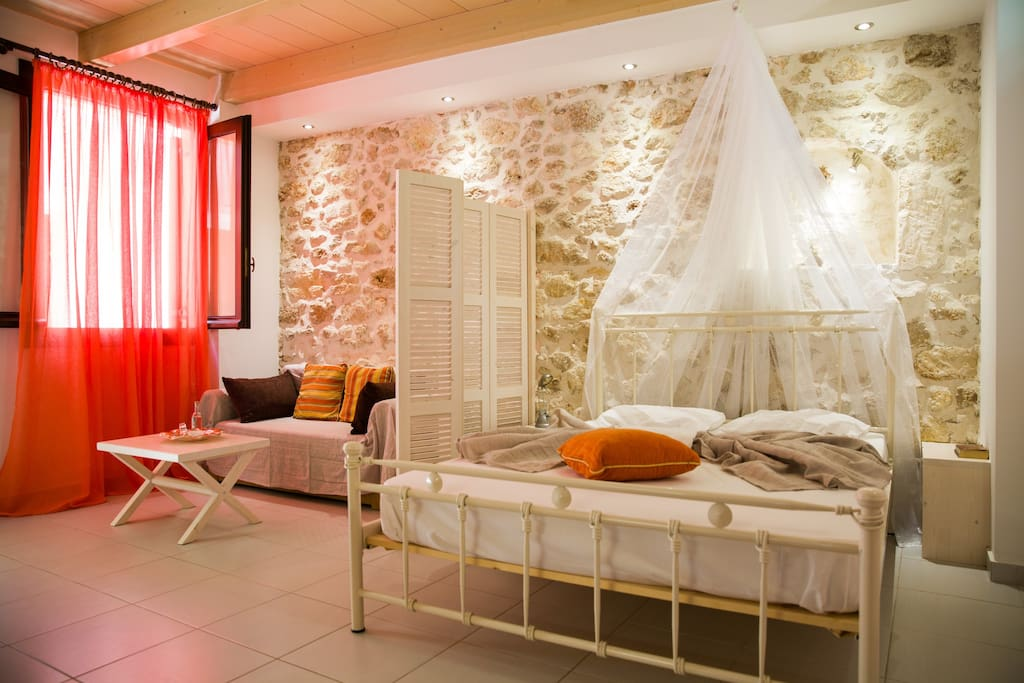 Stilyshle decorated studio located in the heart of the old town of Rethymno