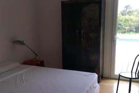 Chambre d'hôte  - Saint-Quentin-la-Poterie - Bed & Breakfast