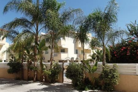 Secluded luxury flat, shared pool. - Paralimni - Leilighet