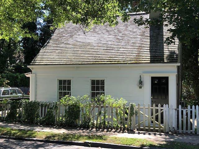 Cottage 1693