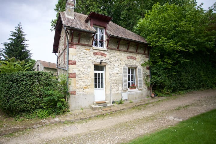 Charmante Maison ancienne entre Chantilly-Senlis - Avilly-Saint-Léonard - 一軒家