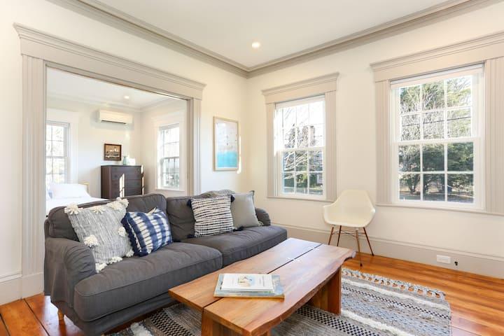 Restored Sea Captain's Home (Cozy Cove apartment)