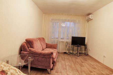 Квартира с хорошим ремонтом в центр - Luhansk - Apartment
