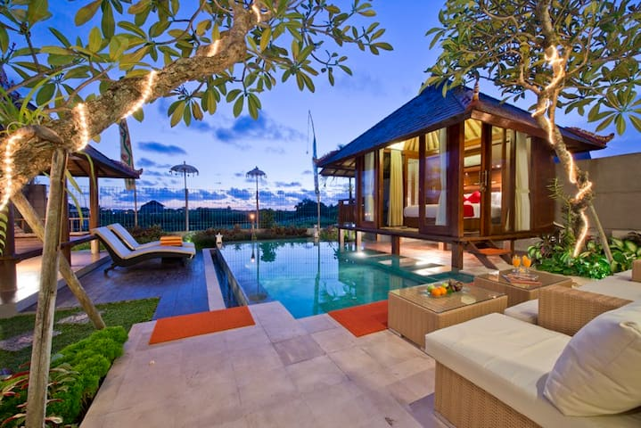 3 Bedrooms Luxury Villa Canggu - Denpasar - Huvila