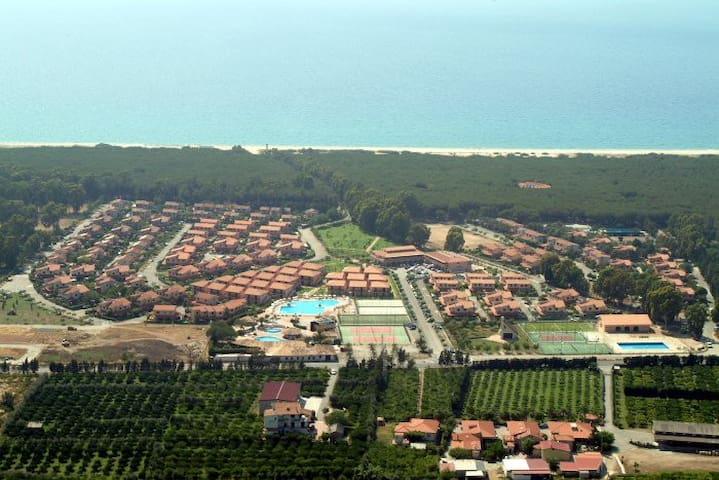 Villa with garden in a private residence in Pizzo - Contrada Difesa I - 別荘