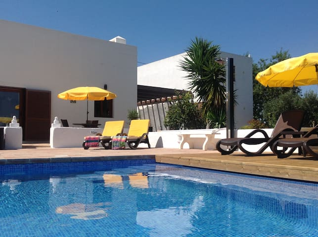 Rural Algarve Villa Located Amongst Orange Groves