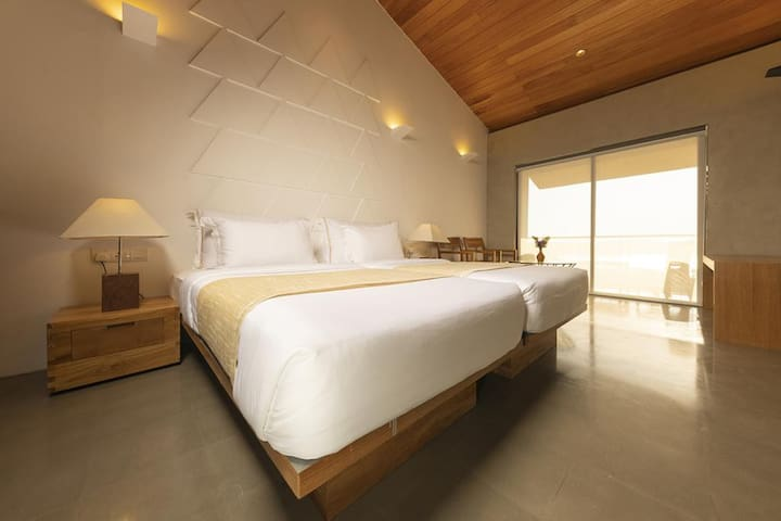 Deluxe Double Room with Free Tree House Dinner