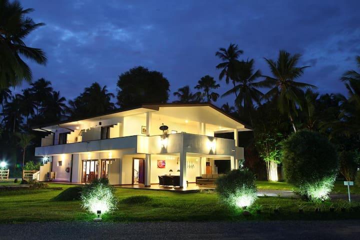 Luxury  Bungalow Near Colombo Airport - Oreeka