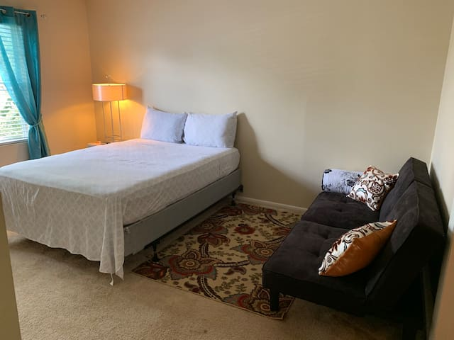 Beautiful room near airport and  downtown Orlando