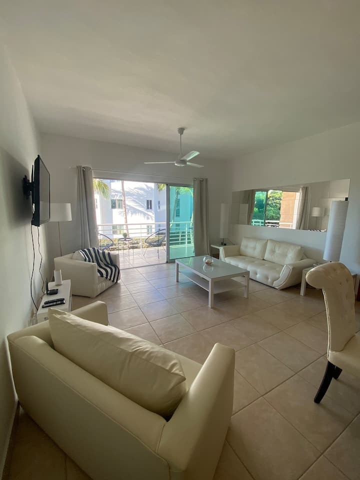 Modern and peaceful 2 bedroom apartment, BBQ+Pool