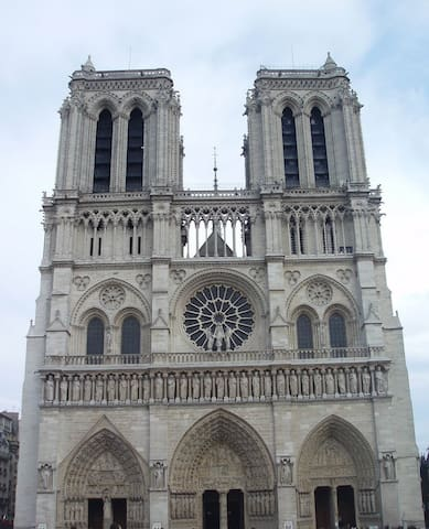 Studio Notre Dame, Quartier Latin