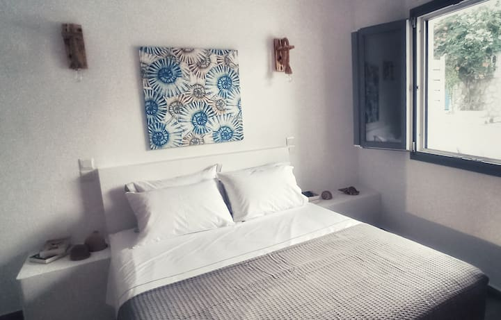 Nautilus @ Yialos, Seafront appartment at Spetses