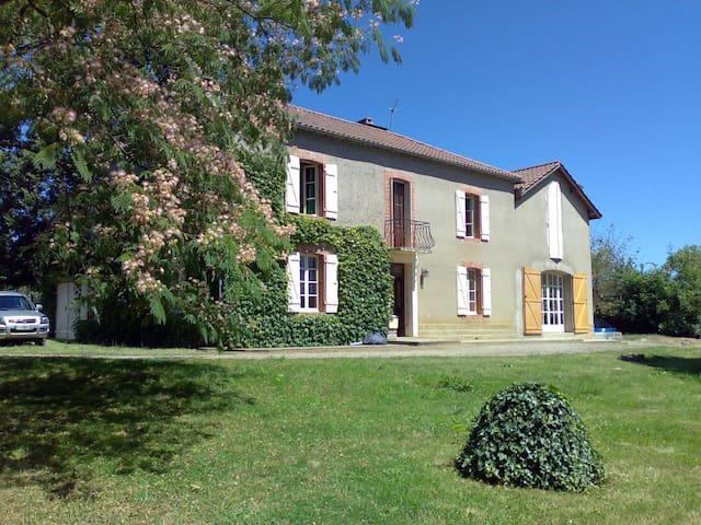 Large, tranquil house - Loussous-Débat - Ház