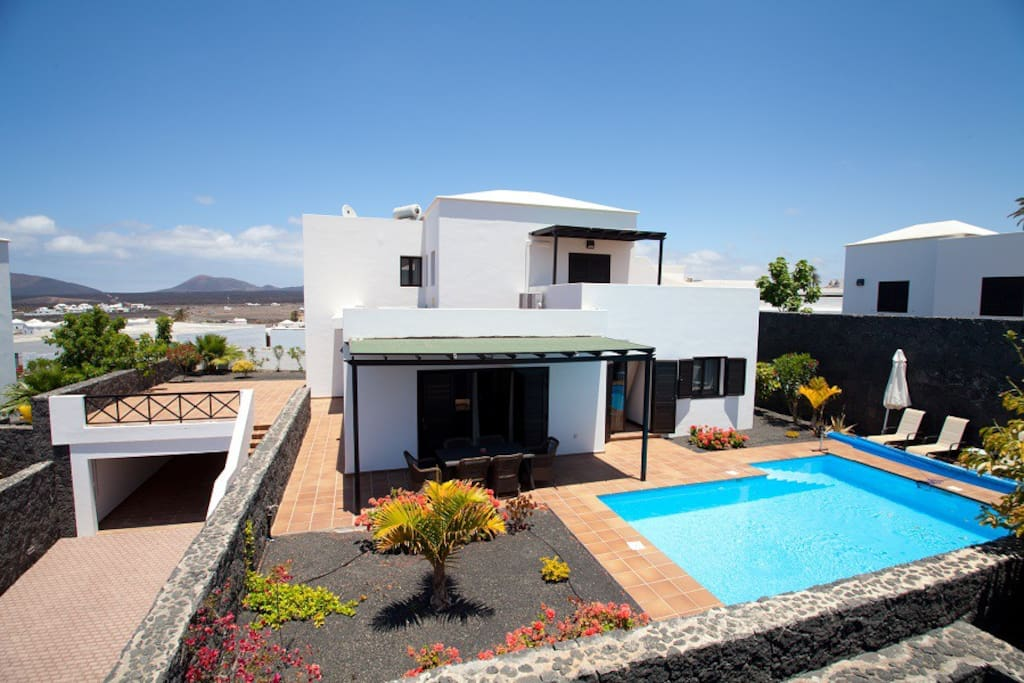 Villa los molinos de yaiza iii villas for rent in yaiza for Lanzarote design hotel