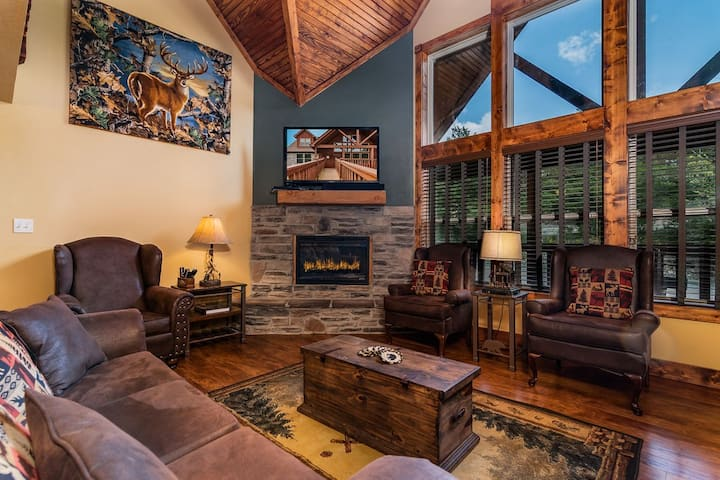 RUSTIC CABIN with 7 Master Suites!! By Pool!