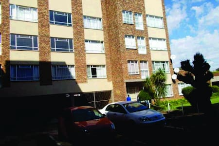Spacious fully equipped apartment in Potchefstroom - Почефструм