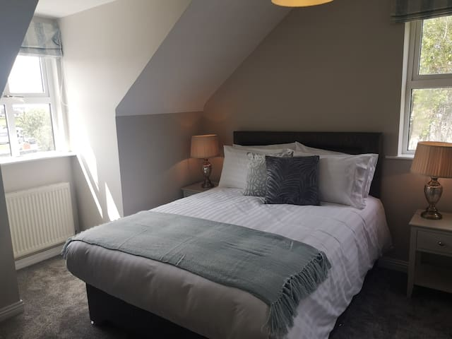 Deluxe king ensuite room, breakfast included