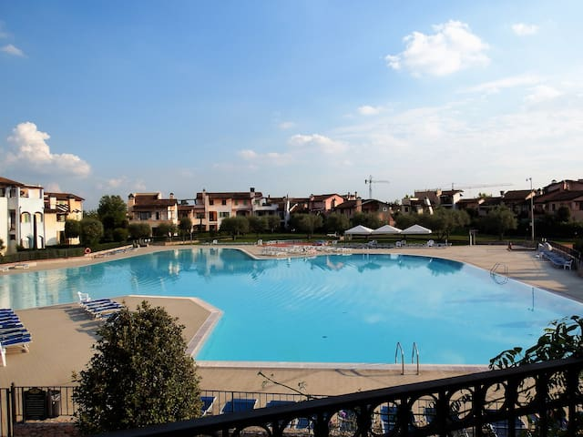 Direct pool view apartment