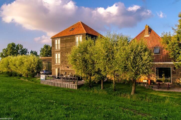 Slapen in de hooiberg bij de boer. - Monnickendam - Bed & Breakfast