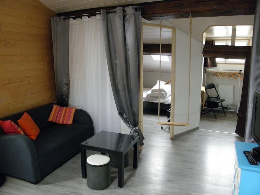 le salon et les deux chambres doubles